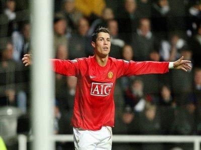 La joie de l'attaquant de Manchester United, Cristiano Ronaldo, après avoir marqué le 3e but contre Newcastle, lors du match de Premier League, le 23 février 2008 à St James Park    ANDREW YATES [AFP/Archives]