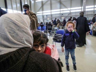 Des réfugiés afghans dans le hangar destiné à abriter femmes et enfants sur la base aérienne américaine de Ramstein, en Allemagne, le 26 août 2021    Armando BABANI [AFP]
