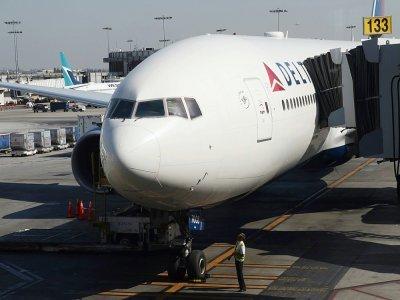 Delta Air Lines va imposer une surcotisation d'assurance santé de 200 dollars par mois aux employés non vaccinés    Daniel SLIM [AFP/Archives]