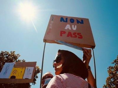 Une manifestante anti pass sanitaire 0 Toulouse le 28 août 2021    Fred SCHEIBER [AFP]