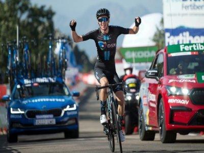 Le Français Romain Bardet (DSM) remporte la 14e étape du Tour d'Espagne, le 28 août 2021 au sommet du Pico Villuercas    JORGE GUERRERO [AFP]