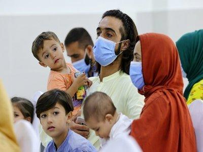 Réfugiés afghans rassemblés à la Cité humanitaire internationale à Abou Dhabi, le 28 août 2021 - Giuseppe CACACE [AFP]