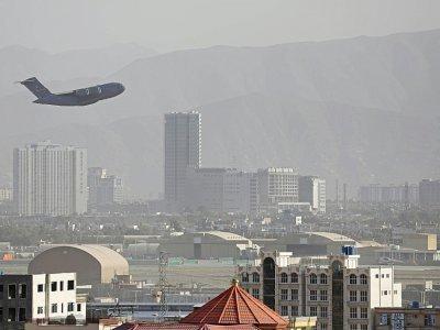 Un avion militaire américain décolle à Kaboul le 27 août 2021 - - [AFP]