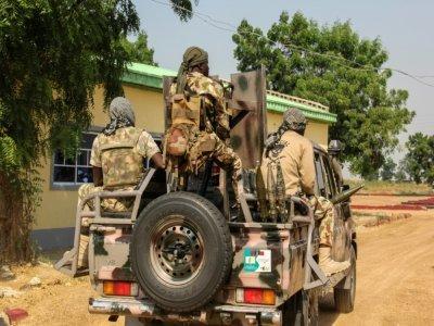 Des soldats nigérians patrouillent à Ngambu le 3 novembre 2020.    Audu Marte [AFP/Archives]