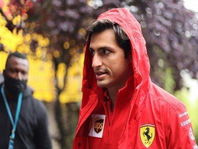 Le pilote espagnol de Ferrari Carlos Sainz Jr sur le circuit de Spa-Francorchamps le 28 août 2021 la veille du Grand-Prix de Belgique.    Kenzo Tribouillard [AFP]