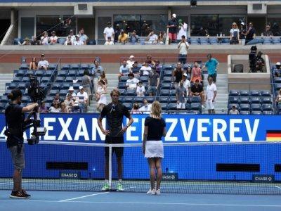 L'Allemand Alexander Zverev est interrogé après sa victoire à l'US Open de tennis face à l'Américain Sam Querrey au Centra national de tennis Billie Jean King à in New York, le 31 août 2021    KENA BETANCUR [AFP]