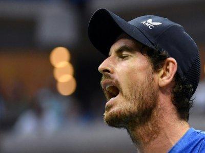 le Britannique Andy Murray réagit lors de son match contre le Grec Stefanos Tsitsipas au centra national de tennis Billie Jean King à New York, le 30 août 2021    ANGELA  WEISS [AFP]