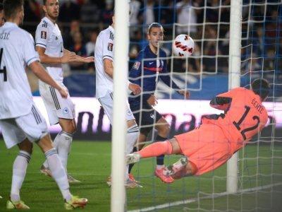 L'attaquant français Antoine Griezmann égalise (1-1) face à la Bosnie-Herzégovine, lors du match de qualification pour le Mondial-2022 au Qatar, le 1er septembre 2021 à Strasbourg    FRANCK FIFE [AFP]