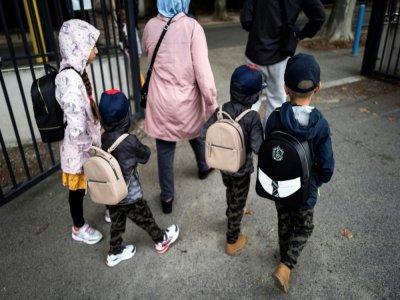 Sur cette photo d'illustration prise le 1er septembre 2020, des enfants portant des cartables arrivent à l'école élémentaire Clément Falcucci à Toulouse, le premier jour de la rentrée scolaire sur fond de résurgence de l'épidémie de Covid-19    Lionel BONAVENTURE [AFP/Archives]