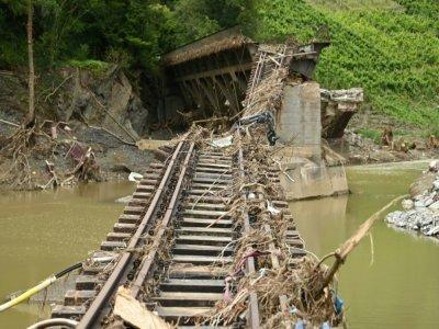 Une voie ferrée détruite par les inondations à Rech, près de Dernau en Allemagne, le 19 août 2021    Ina FASSBENDER [AFP/Archives]
