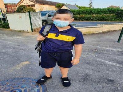 Louison Lukacs a fait sa rentrée en CM2 ce matin, la dernière à l'école primaire.    Léa Quinio