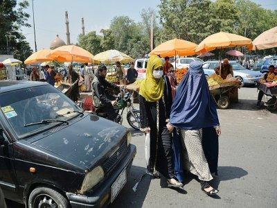 Des Afghanes dans une rue de Kaboul, le 1er septembre 2021    HOSHANG HASHIMI [AFP]