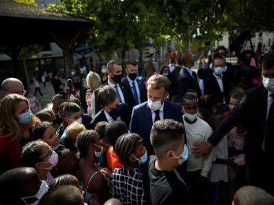 Le président Emmanuel Macron visite une école maternelle à Marseille, le 2 septembre 2021    Daniel Cole [POOL/AFP]