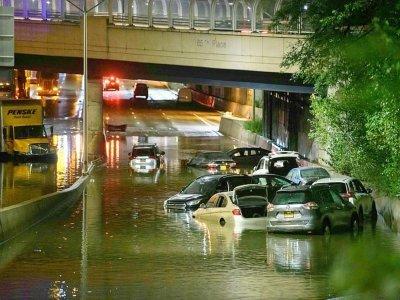Une route innondée à Brooklyn, New York, le 2 septembre 2021    Ed JONES [AFP]