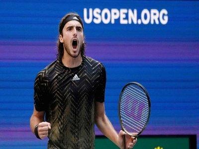 Le Grec Stefanos Tsitsipas, lors de son match perdu face au jeune Espagnol Carlos Alcaraz au 3e tour de l'US Open le 3 septembre 2021    TIMOTHY A. CLARY [AFP]