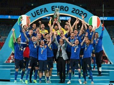 La sélection italienne après sa victoire sur l'Angleterre au stade de Wembley à Londres, le 11 juillet 2021    Michael Regan [POOL/AFP]