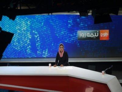 La présentatrice afghane Zarmina Mohammadi lors d'une émission en direct de la chaîne Tolo News le 11 septembre 2018 à Kaboul    WAKIL KOHSAR [AFP/Archives]