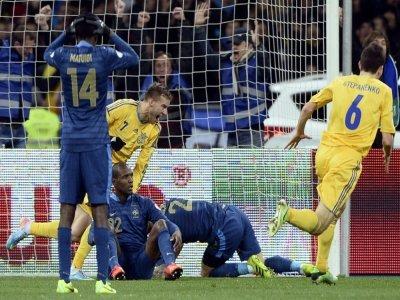 La joie de l'attaquant ukrainien Andriy Yarmolenko (c), après avoir marqué le 2e but contre la France, lors du barrage aller des éliminatoires du Mondial-2014 au Brésil, le 15 novembre 2013 à Kiev    FRANCK FIFE [AFP/Archives]