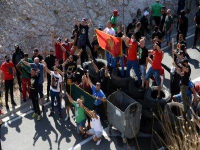 Des manifestants déterminés à empêcher la cérémonie d'intronisation du chef au Monténégro de l'Eglise orthodoxe serbe, dans la ville de Cetinje, le 4 septembre 2021    SAVO PRELEVIC [AFP]
