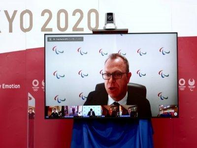 Le porte-parole du Comité international paralympique (CIP), Craig Spence, vu sur un écran lors d'une conférence de presse virtuelle à Tokyo, le 15 juin 2021    Behrouz MEHRI, Behrouz MEHRI [Pool/AFP/Archives]