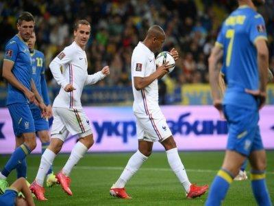 Anthony Martial (ballon) vient d'offrir l'égalisation à l'équipe de France contre l'Ukraine à Kiev, le 4 septembre 2021    FRANCK FIFE [AFP]