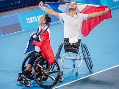 Les Français Stephane Houdet et Nicolas Peifer sacrés champions olympiques de tennis fauteuil aux Paralympiques de Tokyo, le 3 septembre 2021    Philip FONG [AFP]
