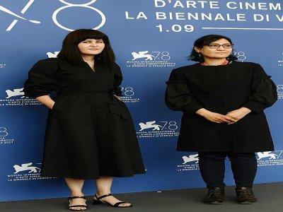 Les réalisatrices afghanes Sahraa Karimi (g) et Sarah Mani à Venise le 4 septembre 2021    Filippo MONTEFORTE [AFP]