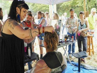 Salon de coiffure pour une coupe mulet lors du championnat d'Europe de cette coupe de cheveux, à Chéniers (centre), le 4 septembre 2021    GUILLAUME SOUVANT [AFP]
