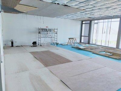 La salle de danse, située à l'étage, est encore en travaux, mais disposera d'une grande verrière, donnant sur la rue Maréchal Galllieni.    Mathieu Marie