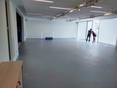 La salle de sport du centre d'animation est profonde, et est dotée d'une zone de stockage du matériel de pratique.    Mathieu Marie