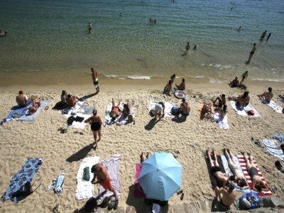 Sur la plage Saint-François à Ajaccio, le 3 août 2021    Pascal POCHARD-CASABIANCA [AFP/Archives]