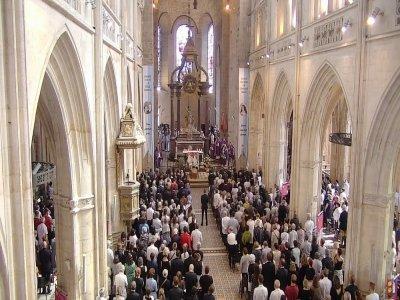 Les obsèques du père Mehdi Riffi ont été célébrées en la basilique d'Alençon.    Diocèse Séez
