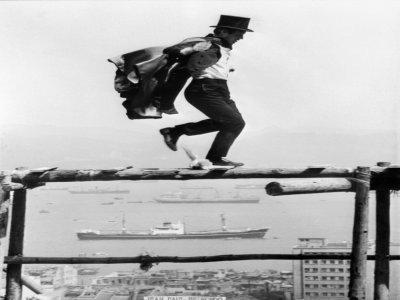 """Jean-Paul Belmondo lors du tournage à Hong Kong de """"Les Tribulations d'un Chinois en Chine"""" de Philippe de Broca en 1965    - [AFP/Archives]"""