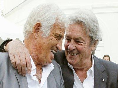 Jean-Paul Belmondo et Alain Delon, le 14 septembre 2010 à Boulogne-Billancourt    PATRICK KOVARIK [AFP/Archives]