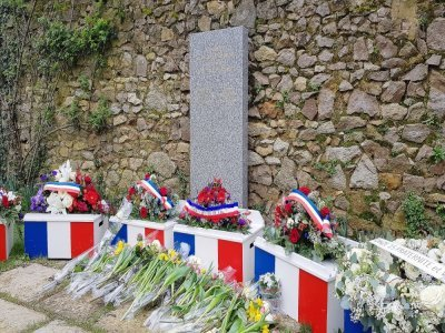 À Alençon, une stèle rend hommage aux victimes des attentats terroristes, dont fait partie Thomas Duperron.