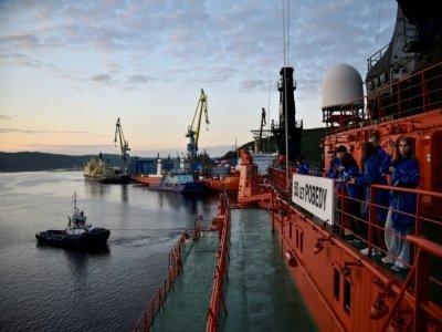 """Le brise-glace russe à propulsion nucléaire """"50 let Pobedy"""" (50 ans de la Victoire) à Mourmansk, avant de partir pour le pôle Nord, le 14 août 2021    Ekaterina ANISIMOVA [AFP/Archives]"""