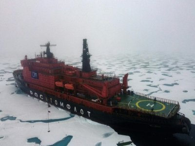 """Le brise-glace russe à propulsion nucléaire """"50 let Pobedy"""" (50 ans de la Victoire) au pôle Nord, le 18 août 2021    Ekaterina ANISIMOVA [AFP/Archives]"""