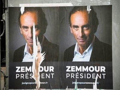Affiche placardée dans une rue de Paris, le 29 juin 2021 pour soutenir la candidature de Eric Zemmour à l'élection présidentielle    Ludovic MARIN [AFP]