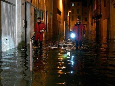 Des sapeurs-pompiers dans une rue inondée d'Agen    Philippe LOPEZ [AFP]