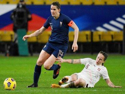 Charlotte Bilbault avec le brassard de capitaine de l'équipe de France contre la Suisse en amical le 23 février 2021 à Metz    JEAN-CHRISTOPHE VERHAEGEN [AFP/Archives]