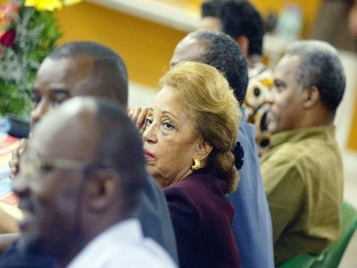 L'ancienne élue et ministre Lucette Michaux-Chevry participe le 02 décembre 2003 à Baie-Mahault à un meeting avant le référendum du 07 décembre 2003 sur l'émancipation de la Guadeloupe    MARTIN BUREAU [AFP]