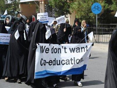 Des Afghanes en niqab noir lors d'un rassemblement pro-talibans devant l'université Shaheed Rabbani, le 11 septembre 2021 à Kaboul    Aamir QURESHI [AFP]