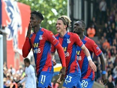 La joie de l'attaquant ivoirien de Crystal Palace, Wilfried Zaha, après avoir ouvert le score sur pénalty à domicile contre Tottenham, lors de leur match de Premier League, le 11 septembre 2021    JUSTIN TALLIS [AFP]