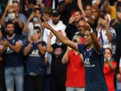La joie de l'attaquant du Paris Saint-Germain, Kylian Mbappé, après avoir marqué le 3e but face à Clermont, lors de leur match de Ligue 1, le 11 septembre 2021 au Parc des Princes    FRANCK FIFE [AFP]