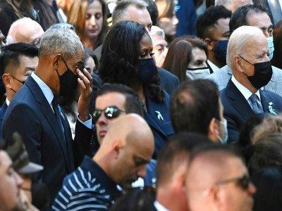 Le président américain Joe Biden (R), l'ancien président Barack Obama (g) et son épouse Michelle Obama (c) lors des commémorations du 20e anniversaire des attaques du Worl Trade Center, le 11 septembre 2021 à New York    Jim WATSON [AFP]