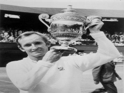 L'Australien Rod Laver, vainqueur du tournoi de Wimbledon, le 7 juillet 1969 à Londres, et seul tennisman à avoir remporté les 4 tournois du Grand Chelem  calendaire à deux reprises (1962, 1969)    STAFF [AFP/Archives]