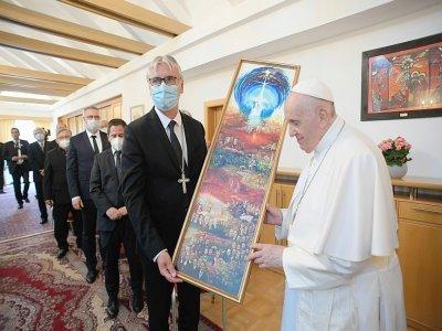 Le pape François lors d'une rencontre à la nonciature apostolique, le 12 septembre 2021 à Bratislava, en Slovaquie    Handout [VATICAN MEDIA/AFP]