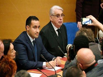 Alexandre Benalla (G) le 21 janvier 2019 devant la commission d'enquête du Sénat à Paris, avec ses côtés le sénateur Jean-Pierre Sueur    Alain JOCARD [AFP/Archives]