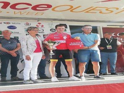 Le vainqueur du Tour de l'Orne, à l'arrivée à Tinchebray