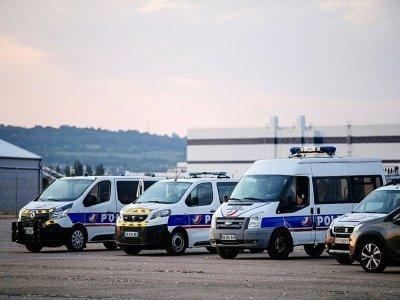 Des véhicules de la police nationale à Cherbourg, le 8 septembre 2021    Sameer Al-DOUMY [AFP]